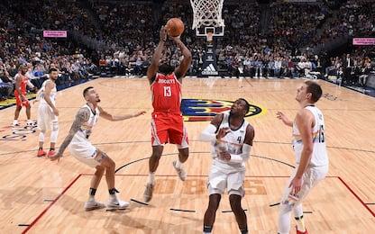 Denver: contro Houston 4° ko in fila, Warriors OK