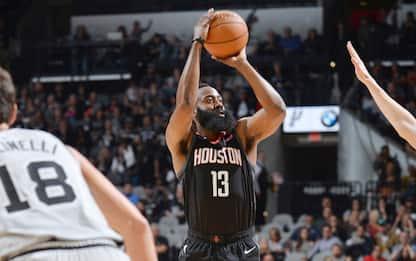 Houston travolge San Antonio, 10 punti per Beli