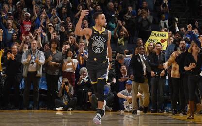 Curry, 42 e canestro della vittoria: cade L.A.