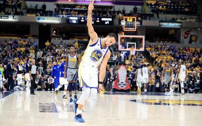 A Curry basta un tempo, Golden State fa 11 in fila