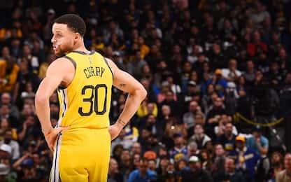 Curry fa 31 e festeggia contro gli Houston Rockets