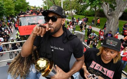 Raptors scatenati per la parata a Toronto. VIDEO