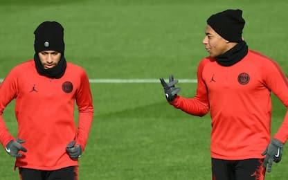 "Neymar ""scherza"" Mbappé: tunnel in allenamento"