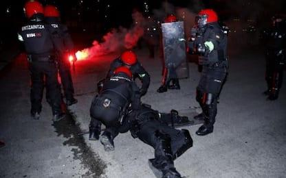 Scontri e cariche a Bilbao: muore un poliziotto
