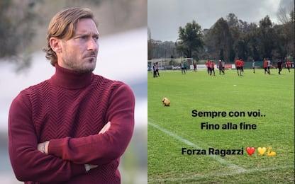 """Roma, Totti carica i compagni: """"Sempre con voi"""""""