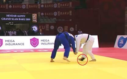 Judo, cade il cellulare dal kimono: squalificato