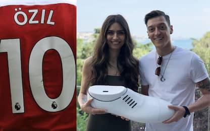 Özil si sposa: nessun regalo, solo beneficenza!