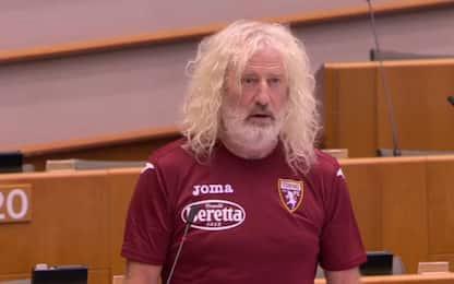 Bruxelles, eurodeputato in aula con maglia Toro