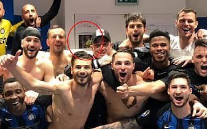 Mazzoleni spiega la foto nello spogliatoio Inter