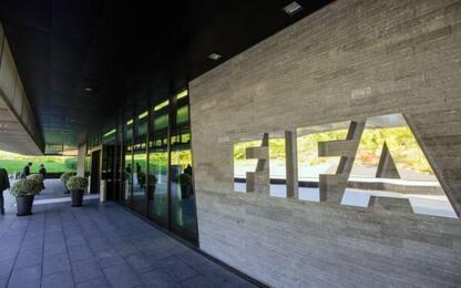FIFA, imposti limiti a commissioni e prestiti