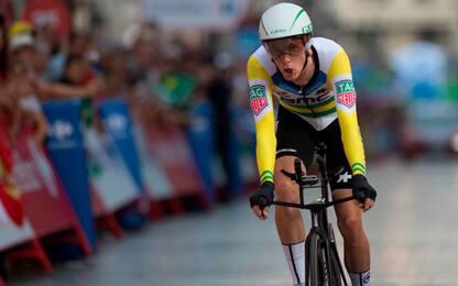 Vuelta: a Dennis la crono, Yates resta in rosso