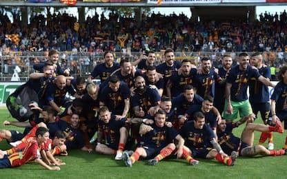 Lecce esulta, batte lo Spezia e torna in Serie A