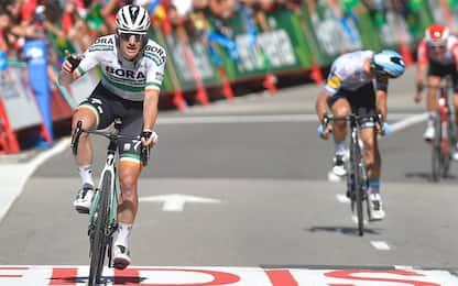 Vuelta, Bennett vince a Oviedo. Roglic resta rosso