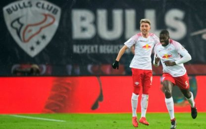 Il Lipsia avvisa il Napoli, Augsburg battuto 2-0
