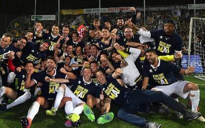 Parma promosso in A. Frosinone e Palermo: playoff
