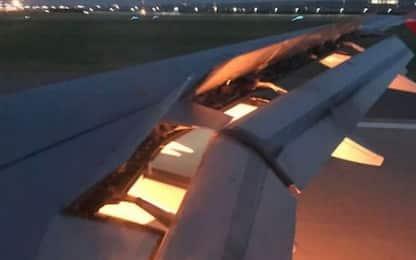 Paura per l'Arabia, fuoco dall'ala dell'aereo