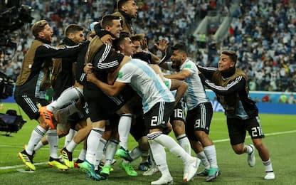 Magia di Rojo: 2-1 e Argentina agli ottavi