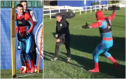 Spiderman Vardy, allenamento in maschera e scherzo