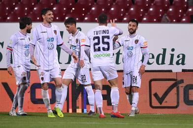Palmiero inguaia la Salernitana: Cosenza vince 2-1