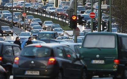 Vivere vicino al traffico può aumentare il rischio di demenza