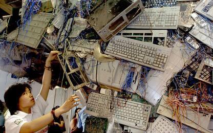 Cina, l'espansione dei consumi crea montagne di cyber-spazzatura