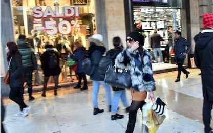 Greenpeace: Italiani malati di shopping. Comprano più del necessario