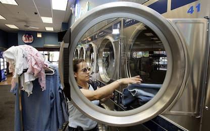 Dalla lavatrice al mare: le microfibredi plastica arrivano dal bucato