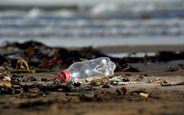 GettyImages_spiaggia_plastica