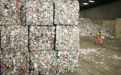 In Italia sempre meno rifiuti in discarica, cresce la differenziata