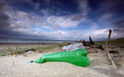 Una macchina trita plastica per ridare vita ai rifiuti
