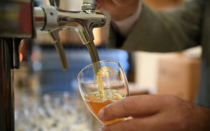 Coronavirus Fiumicino, stop a vendita alcolici da asporto dopo le 22