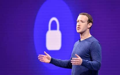 """Zuckerberg: """"Utenti hanno diritto di negare Shoah"""". Bufera su Facebook"""