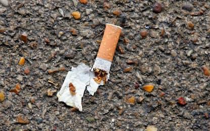 Milano, da domani scatta il divieto di fumo all'aperto