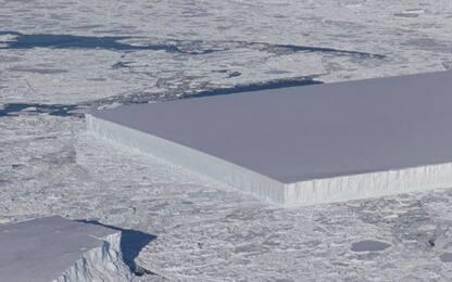 """Antartide, fotografato dalla Nasa un """"misterioso"""" iceberg rettangolare"""