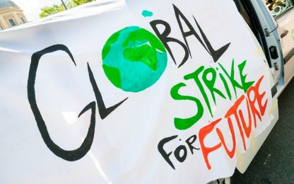 Napoli, Fridays For Future: attivisti bloccano accesso Castel dell'Ovo
