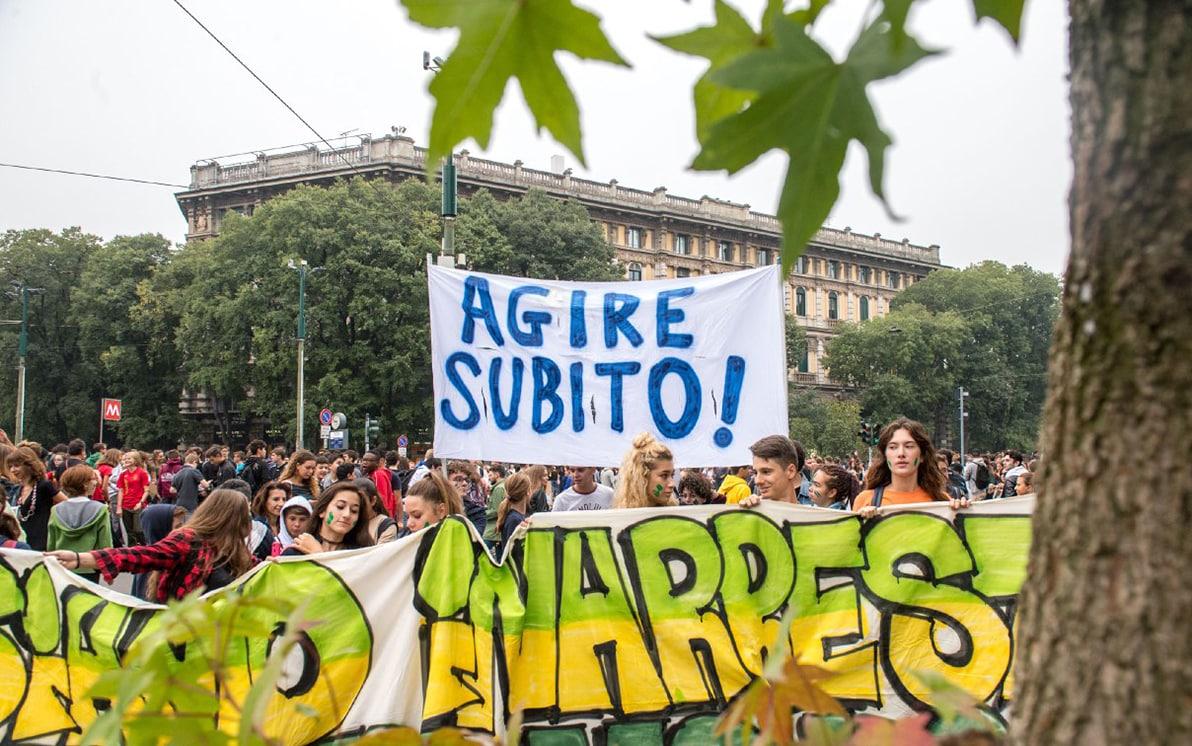 Manifestazione clima, i cartelli e le frasi dello sciopero Friday for  Future FOTO | Sky TG24