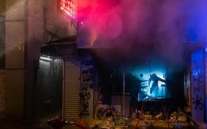 Hong Kong, nuovi scontri nella notte