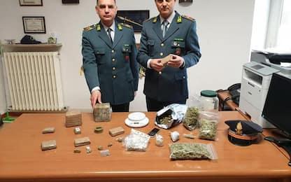 2,9 kg hascisc e marijuana, arresto Gdf