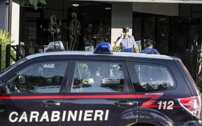Picchia la moglie e aggredisce carabinieri