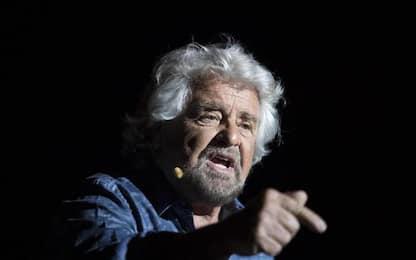 Vaccini: gruppo no-vax contesta Beppe Grillo a Bologna