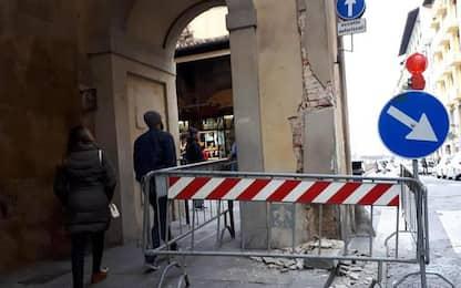 Uffizi, furgone danneggia colonna Vasariana
