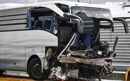 Bus parte da Genova e sbanda a Zurigo, 1 morto, 44 feriti