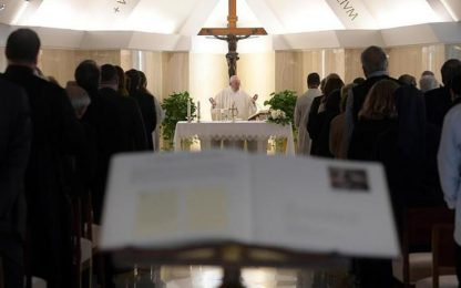 Papa saluta 800 cresimandi di Genova