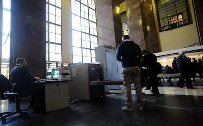 Mantova, entra in tribunale con un coltello: denunciato