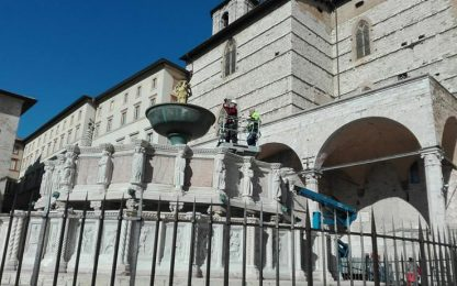 Fontana Maggiore rossa per lotta Aids