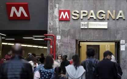 Incidente nella metro di Roma: uomo resta incastrato tra treno e muro
