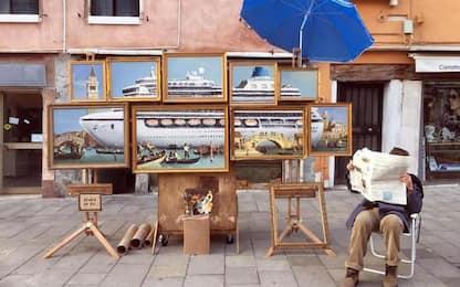 Banksy 'espone' a San Marco, allontanato
