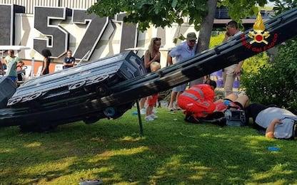 Incidente a trenino in un parco giochi, 7 feriti