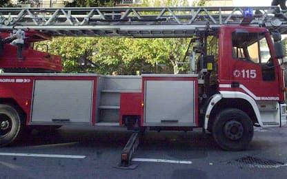 Autobus navetta outlet Vicolungo in fiamme sulla A4, nessun ferito