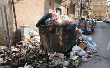 Palermo, la spazzatura continua a bruciare: disagi per i cittadini